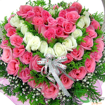 Heart flowers from beautiful roses free delivery in Saigon